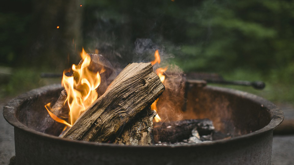 Campfire Games That Are Fun For All Ages Minnesota Resort Vacation